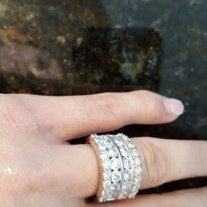 Beauriful Diamonds ring